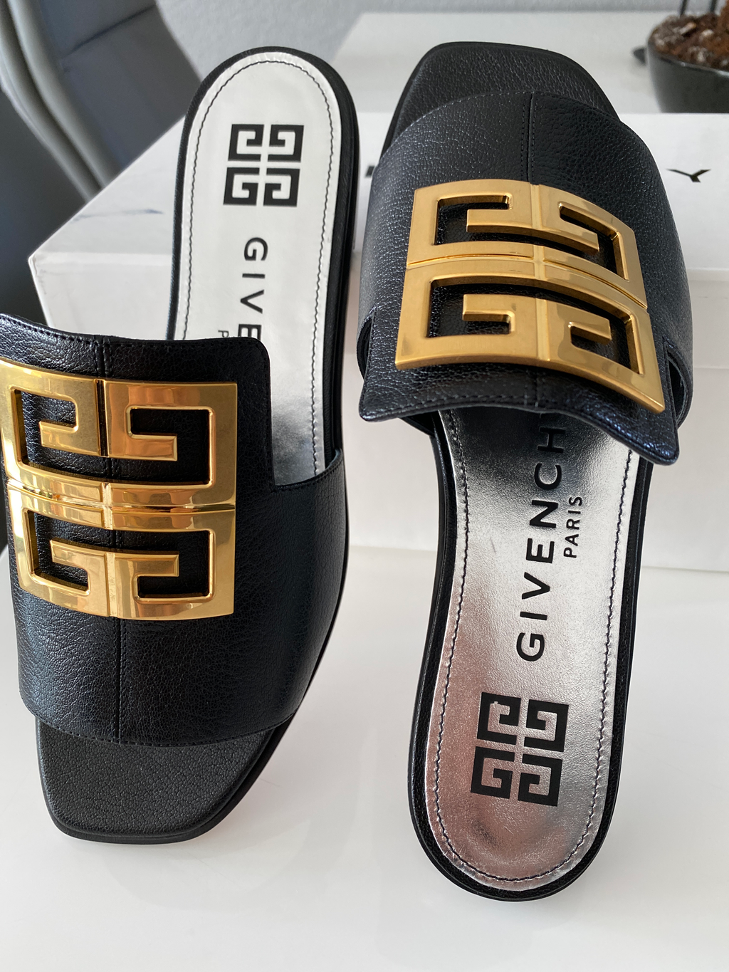 4G Sandals Grained Leather Black